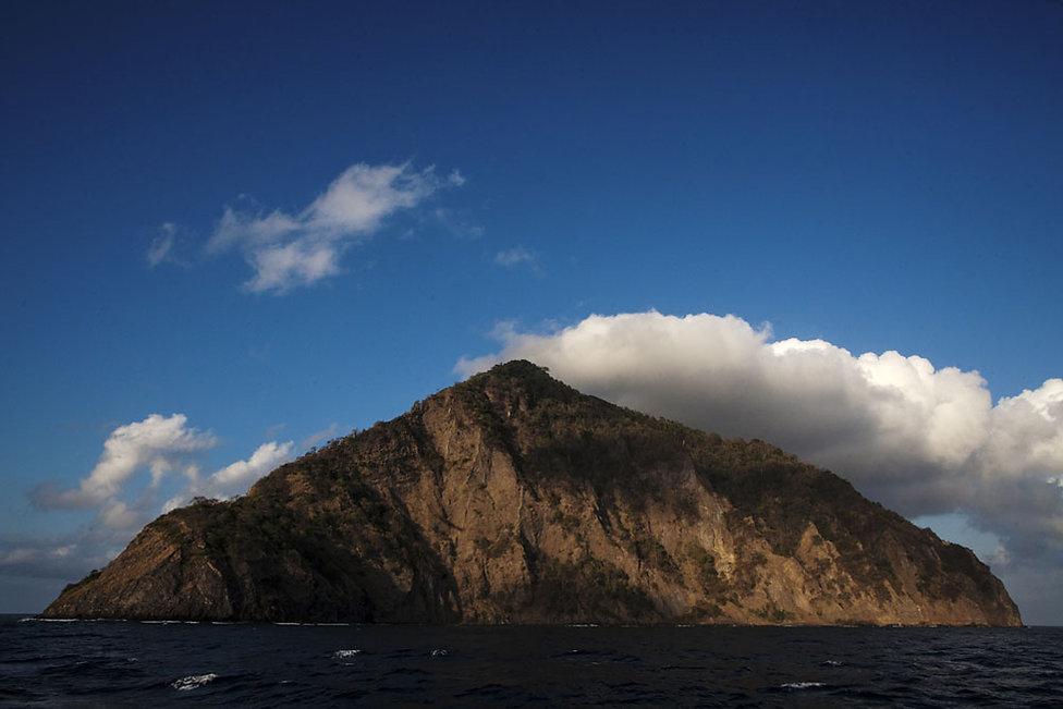 L'ile volcanique de Komba en Indonesie, Jacques Bravo
