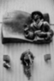 Plaque commémorative - Le diplomate suédoisRaoul Waldenberg. Photographie de Jacques Bravo