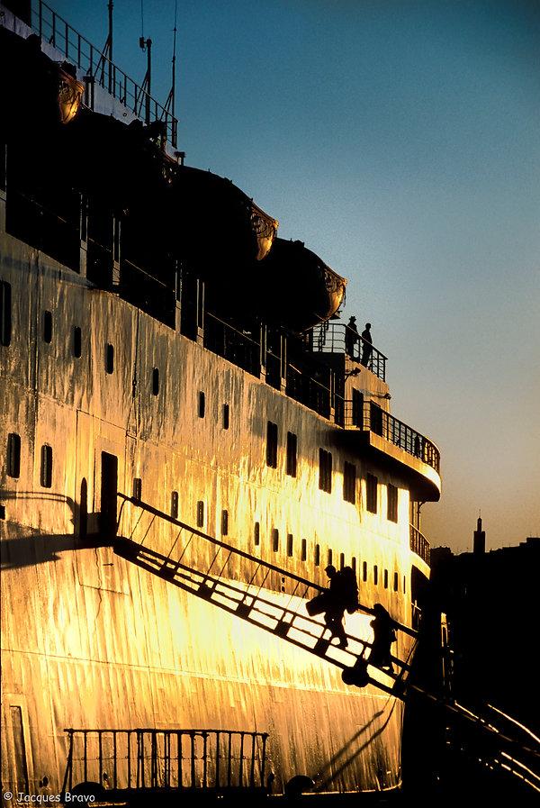 Cargo dans le port de Tanger