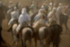 Les cavaliers de Fantasia et leurs chevaux pendant la fête des moissons à Beni Mellal. copyright Jacques Bravo