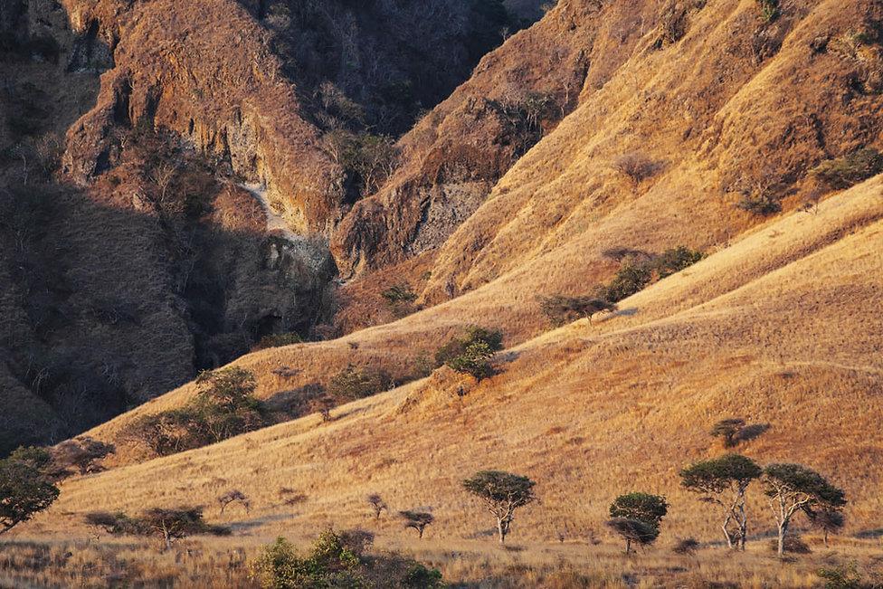 Ile de Rusa, collines, petites iles de la sonde, ile déserte