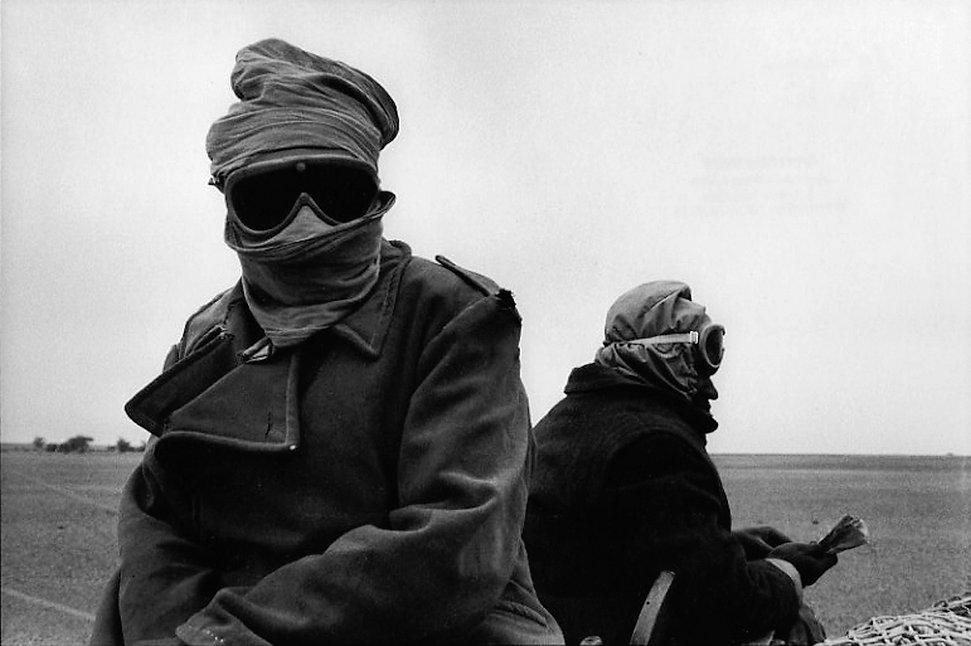 Front Polisario. Amgala. Maroc. Photographies de Jacques Bravo. Soldats dans le désert