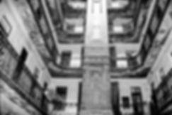 Cour intérieure d'un immeuble de Budapest. Photographie de Jacques Bravo
