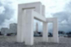 Le Havre : sculpture de Lang et Baumann sur la plage