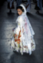 Défilé vers la Vierge desdésemparés pendant les fallas de Valence en Espagne. Photographie de Jacques Bravo