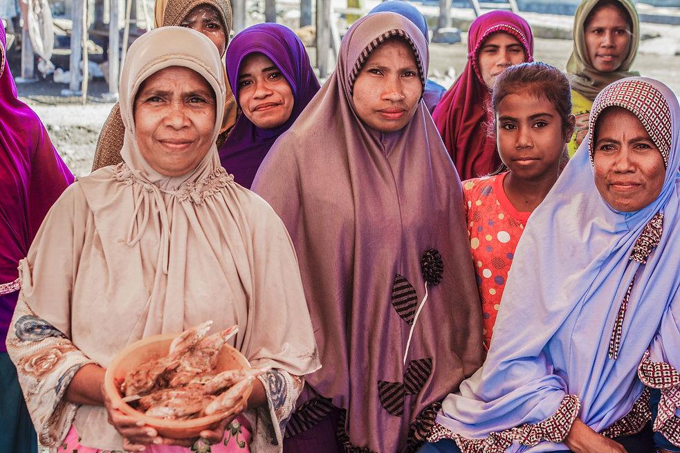 femmes sur l'Ile de Sukun, indonésie, Jacques Bravo