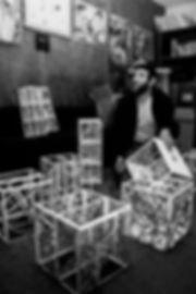 Le peintre et plasticien Laszlo Bandy. Photographie de Jacques Bravo