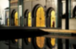 Le Palais royal de Fès avec ses portes dorées par le soleil. Jacques Bravo