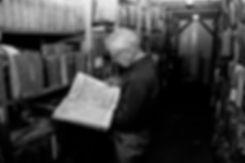 conservateur de la bibliothèque juive de Budapest. Photographie de Jacques Bravo