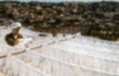 Séchage de la soie sur une terrasse de Fès. Maroc. Jacques Bravo.