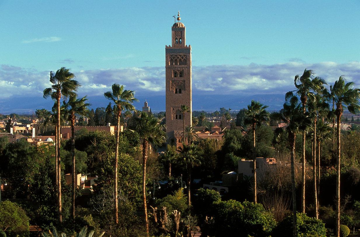 Découvrez les carnets de voyages du photographe Jacques Bravo. Le minaret de la Koutoubia, la mosquée des libraires. Marrakech Maroc