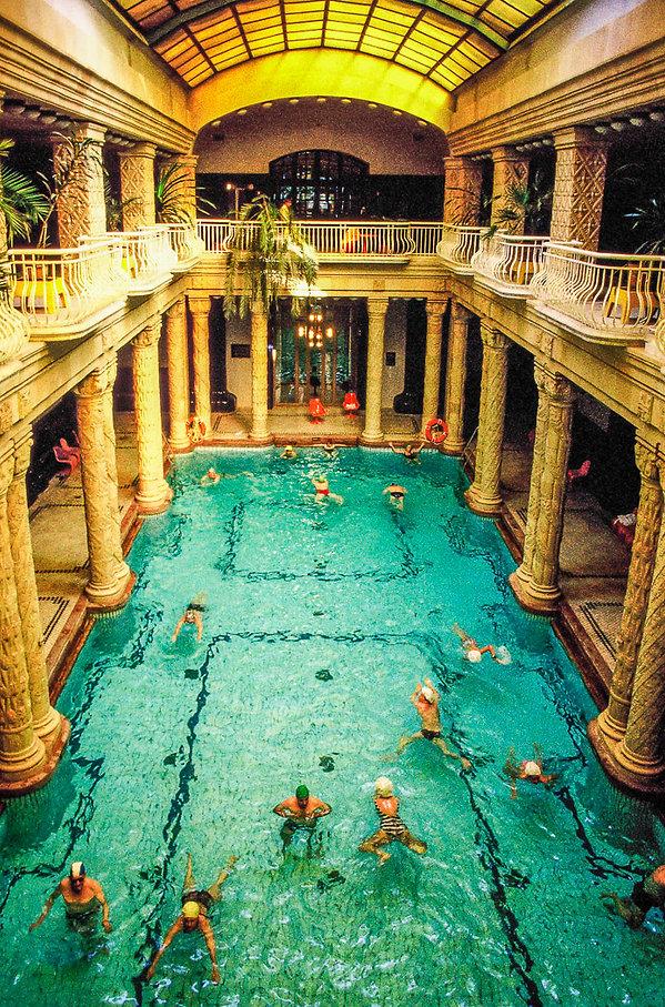 La piscine de l'hôtel Gellert à Budapest