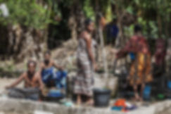 les habitantes de l'Ile de Besar, petites iles de la Sonde, Indonésie, Jacques Bravo