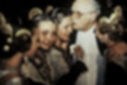 Jeunes filles pendant les fallas de Valence en Espagne. Photographie de Jacques Bravo