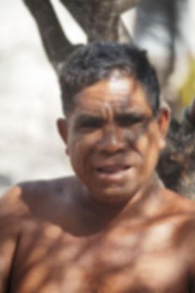 Les habitants de l'ile de Marisa dans les petites iles de la sonde en Indonésie, Jacques Bravo