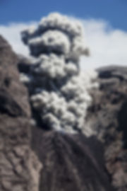 2ruption du volcan Komba sur l'ile volcanique de Komba en Indonesie, Jacques Bravo, évocation du Mordor