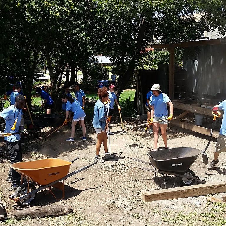 Garden Workday | Dia de Trabajo en el Jardin