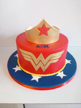 Wonder Woman Themed Cake