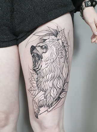 Blackwork Bär Tattoo