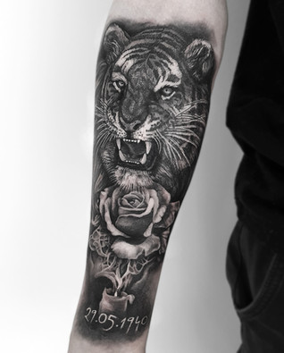 Blackwork / Black and Grey Tiger