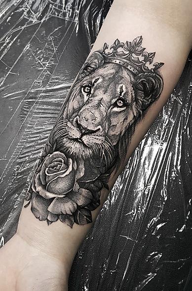 Löwe Tattoo / Isabella Marowsi - Home