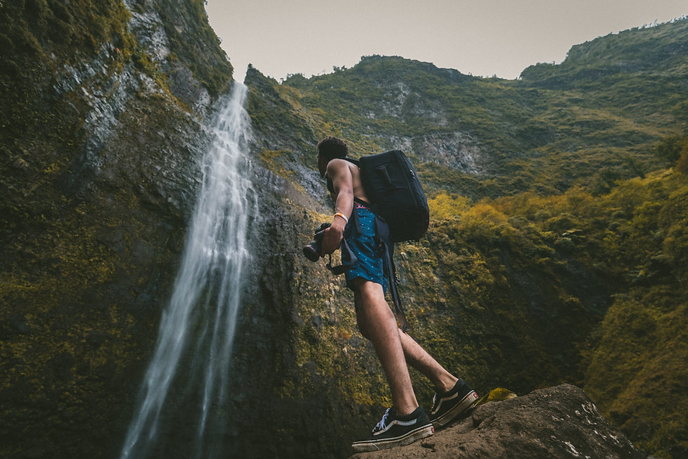 traveller, waterfall, photographer