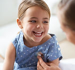 Garota adorável com Pediatra
