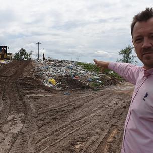 Skládka v Michalovciach sa uzavrela, občania doplácajú za neriešenie situácie