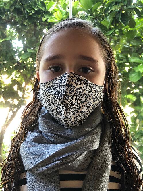 Máscara off white e preta arabescos