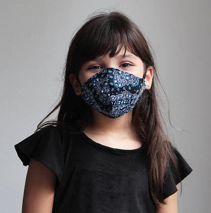 Máscara de tecido estampa bandana preta e azul