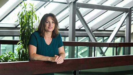 Dr Lynne Lyons
