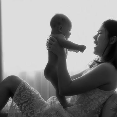 ช่างภาพถ่ายภาพคนท้อง คุณแม่ตั้งครรภ์ เด็กทารกแรกเกิด ภาพถ่ายครอบครัว ที่กรุงเทพมหาคร นนทบุรี ชลบุรี