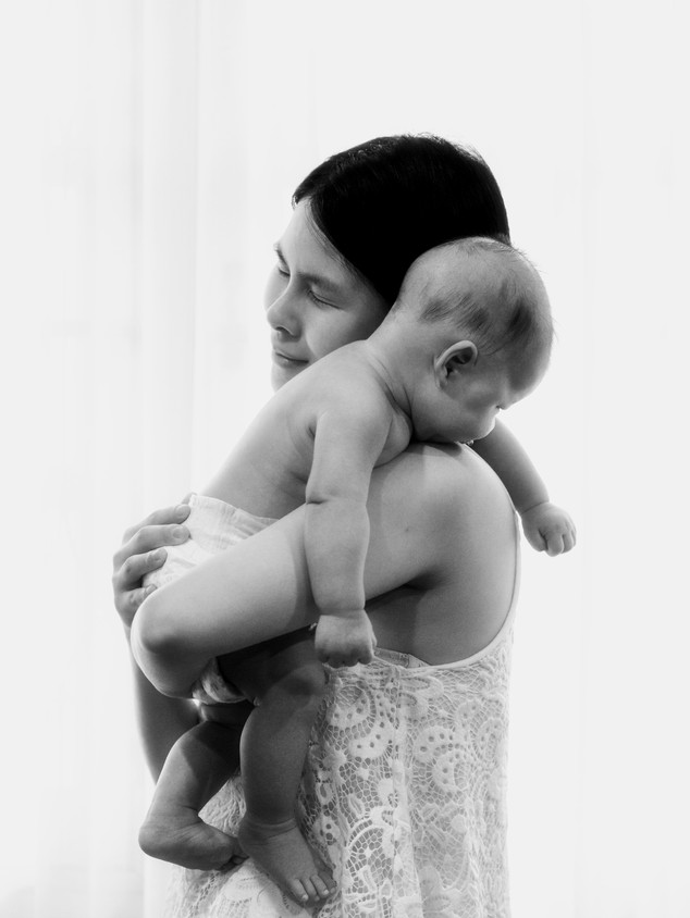New mom Lifestyle photography in Bangkok Thailand.