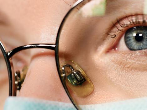 Mascherina ed occhiali appannati: i migliori rimedi
