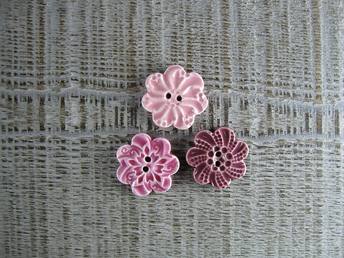 3 petits  boutons fleur assortiment