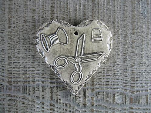 Coeur céramique ciseaux couturière