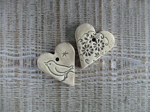 2 petits coeurs céramique oiseau et fleur
