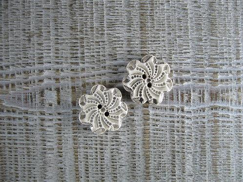 2 petits boutons fleur crème ou assortiment