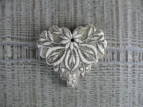 Coeur festonné motif brodé