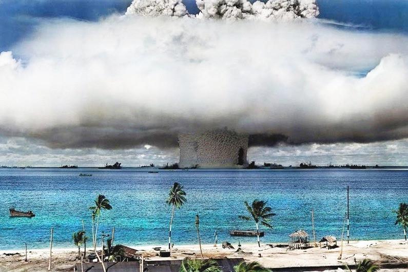Explosão de teste nucleares nas ilhas Marshall