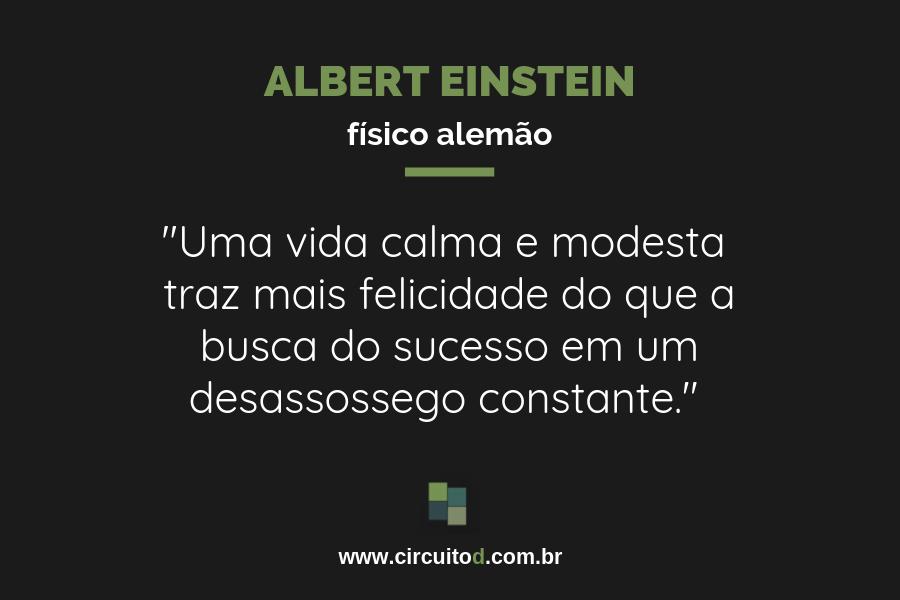 Frase de Albert Einstein sobre felicidade e sucesso