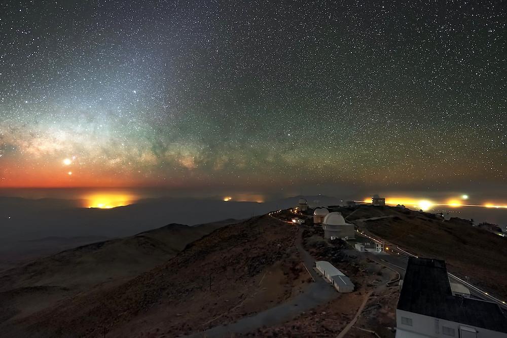 Observatório La Silla, do ESO, no deserto de Atacama.