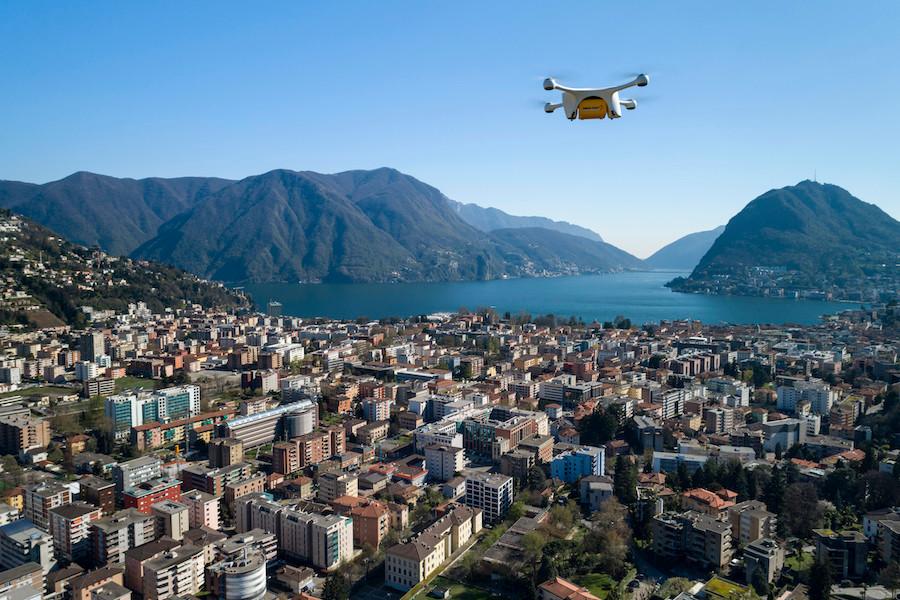 Drone leva encomendas na Suíça