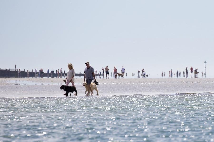 Praia em dia quente