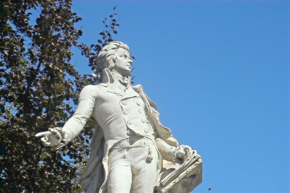 Estátua de Mozart