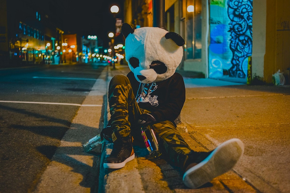 Bêbado com cabeça de panda