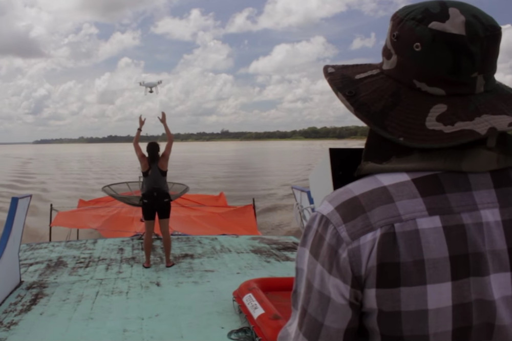 Drones contam botos na Amazônia