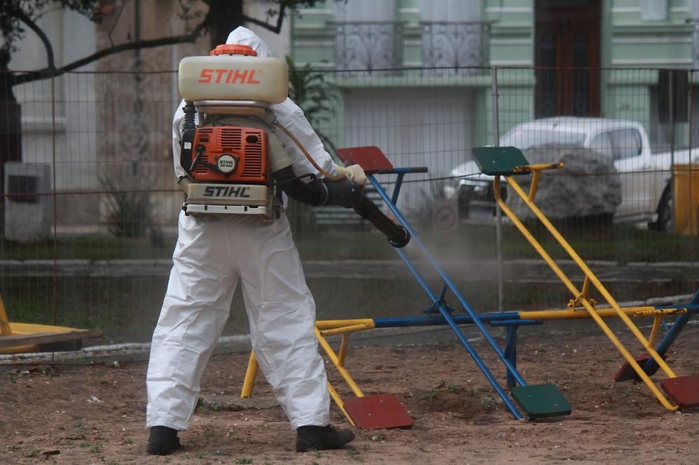 Limpeza de parque infantil em Santana do Livramento