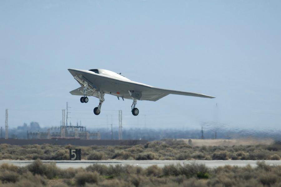X-47B, da Northrop Grumman: sistema de combate com reabastecimento no ar