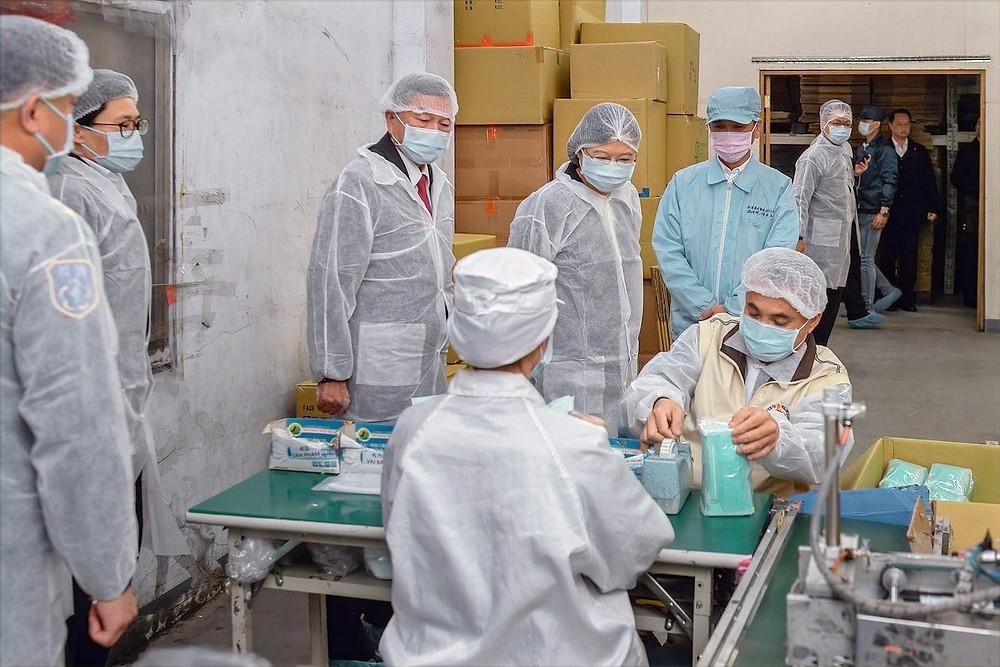 Presidente de Taiwan visita fábrica de máscaras